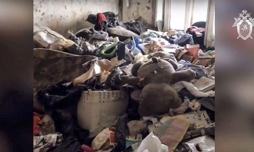 Mädchen aus völlig vermüllter Wohnung in Moskau gerettet