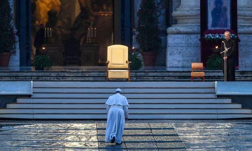 """Am Ostersonntag wird Franziskus vor dem leeren Petersplatz den Segen """"urbi et orbi"""" spenden."""