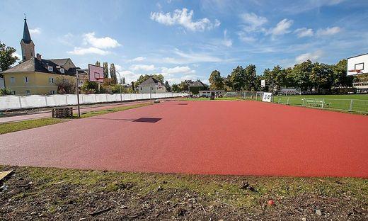 Der Sportplatz erstrahlt bald in neuem Licht