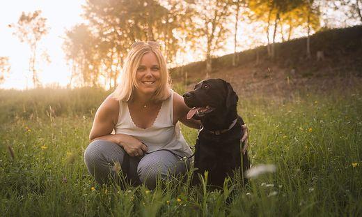 Auf den Hund gekommen: Daniela Planinschetz-Riepl aus Klagenfurt erzeugt Futter für Tiere