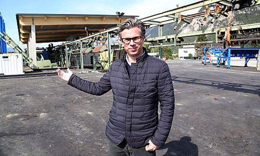 Geschäftsführer Welz am neuen Betriebsareal