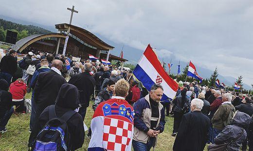 Ein Kroate wurde wegen nationalsozialistischer Wiederbetätigung heuer beim Kroatentreffen am Loibacher Feld verurteilt (Archivfoto)