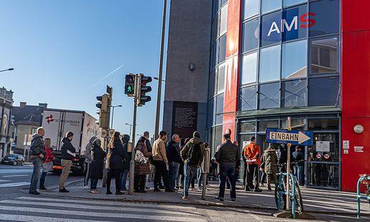 Am Montag bildeten sich vor dem AMS in Graz schlangen