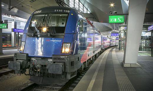 Ein ÖBB-Nightjet in Wien