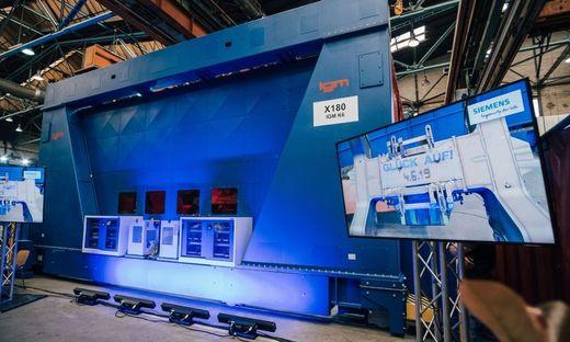 Roboter-Rahmenschweißanlage: 21 Meter lang, 65 Tonnen schwer, 1,5 Millionen Euro teuer