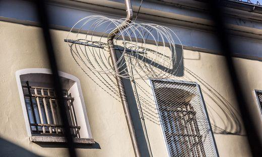 Derzeit befindet sich der 20-Jährige in der Justizanstalt Klagenfurt in U-Haft.