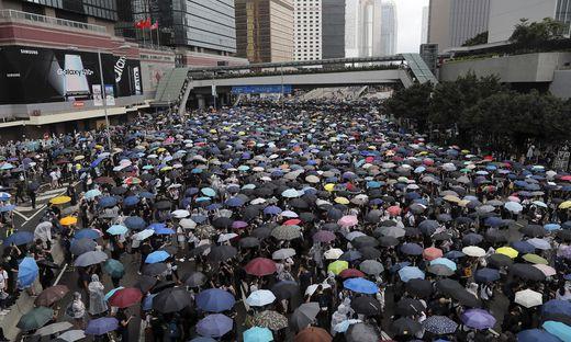 In Hong Kong protestieren Zehntausende