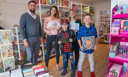 Gernot und Barbara Schiffermayer, Sabrina Tschitschko sowie Sebastian (9) und Maximilian (11)
