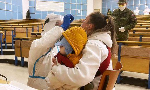 Österreichische Sanitäter testen in der Slowakei
