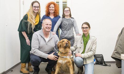Starke Ansagen: Bernadette de Roja, Behindertenanwältin Isabella Scheiflinger, Katja Stoppacher, Heinz Pfeifer mit Hund Netti und Sabrina Maierbrugger (von links)