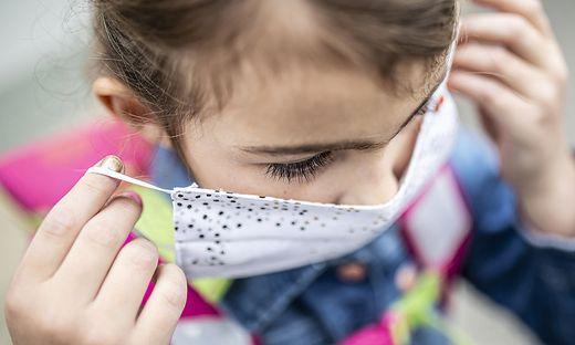 Sujet Corona-Virus MNS Mund-Nasen-Schutzmaske Volksschule Volksschulkind Kind Kinder Mai 2020