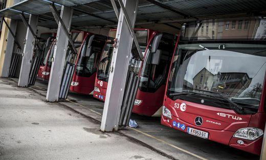 Eine junge Frau steckte sich bei einer Busfahrt an