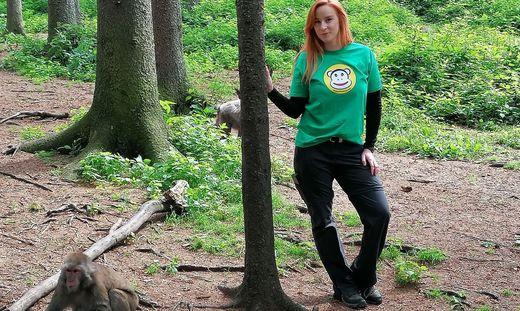 Seit sich Julia Herzele in ihrer Masterarbeit mit den Makaken von Landskron beschäftigte, kennt sie jedes der Tiere beim Namen