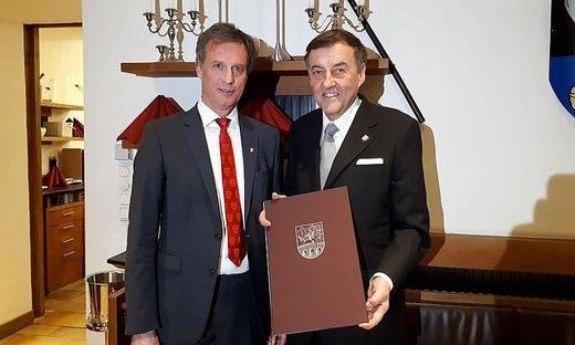 Heribert Krammer (r.) mit Bürgermeister Fritz Kratzer