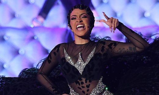 """Cardi B bei ihrer Live-Grammy-Performance von """"Money"""""""