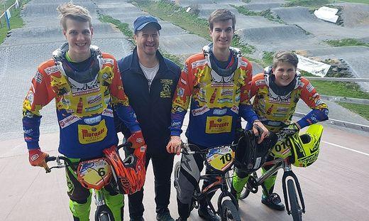 Andreas Kogler mit seinen Söhnen Andreas (22), Fabian (19) und Lukas (13). Alle sind aktive Fahrer, die älteren Brüder trainieren bereits den Nachwuchs