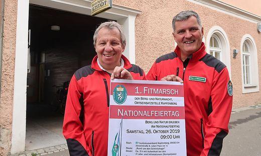 Gerhard Breyner und Harald Frager von der Berg- und Naturwacht vor ihrem Vereinslokal