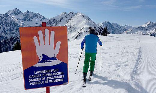 Solche Warnschilder sollte man derzeit in Kärnten und Osttirol keinesfalls ignorieren (Symbolfoto)