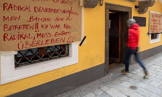 Eine Linzer Wirtin hat bereits aus Protest ihr Lokal geöffnet