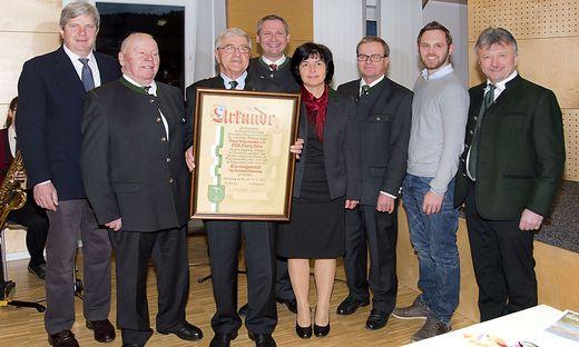 Franz Hofer (3. von links) mit Gratulanten und Ehrengästen beim Festakt in Stubenberg