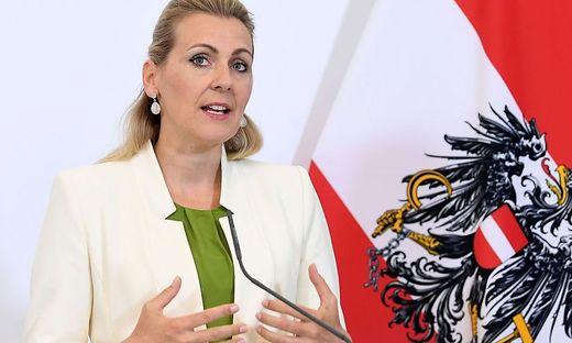Familienministerin Christine Aschbacher (ÖVP) in der Kritik