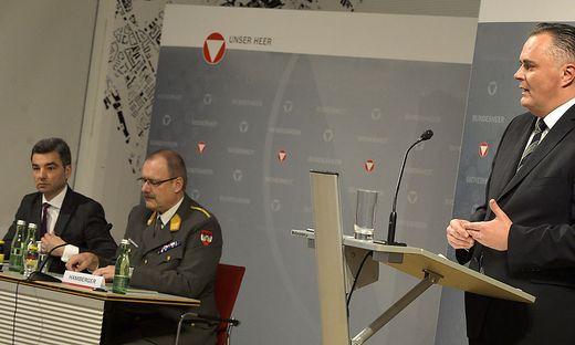 Beraten von Wolfgang Peschorn (links) brachte Hans-Peter Doskozil, damals Verteidigungsminister, die Klage gegen Eurofighter ein
