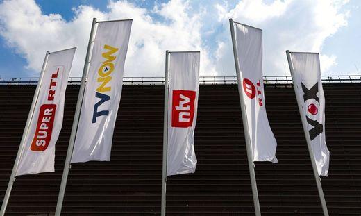 Fahnen mit Sender Logos der Mediengruppe RTL Deutschland am Picassoplatz K�ln 26 04 2019 *** Flags