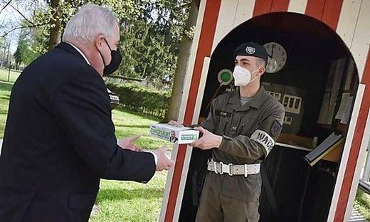 Am 1. Mai überreichte VP-Landeschef Jause an Soldaten