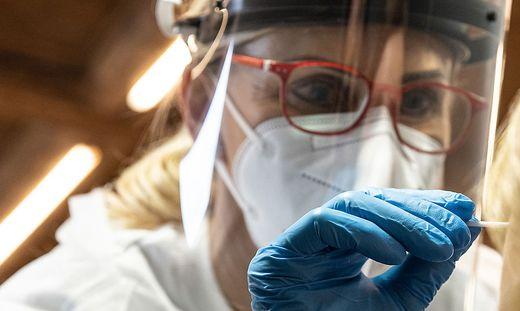 THEMENBILD, Coronavirus Pandemie, Teststraße Schladming