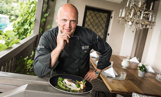 Thomas Kropfitsch hat aus einem heruntergekommenen Gasthaus in Klagenfurt ein Schmuckstück gemacht. Als Koch liebt er Fisch- und Gemüsegerichte. Beides bekommt er von Kärntner Lieferanten