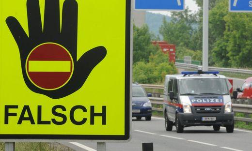 THEMENBILD: AUTOBAHN /GEISTERFAHRER/VERKEHR
