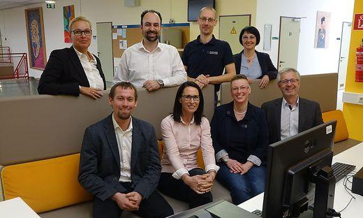 Martina Romen-Kierner, Michael Ulm, Maximilian Schaufler, Gabriele Machhammer (stehend von links); Reinhard Welser, Barbara Samitz, Nicole Schaufler und Erich Leitenbauer (sitzend von links)