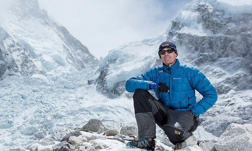 Zweifach beinamputierter Chinese bezwingt den Mount Everest