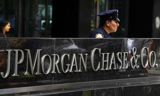 JP Morgan spürt mauen Anleihehandel und Steuereffekt