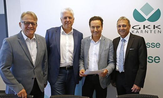 Peter Ambrozy, Präsident Rotes Kreuz, Andreas Huss, Obmann ÖGKK, Georg Steiner, Obmann KGKK und KGKK-Direktor Johann Lintner