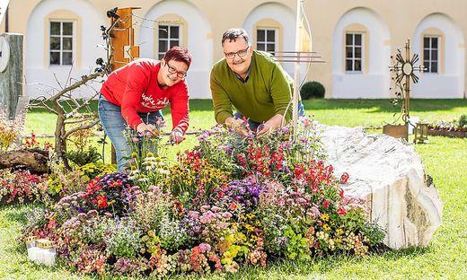 Monika Motschnig und Kurt Glantschnig helfen nicht nur bei Blumenarrangements in der Kirche und am Friedhof, sondern oft auch bei der Trauerarbeit ihrer Kunden