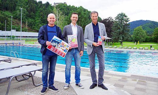 Sportreferent Helmut Pekler, Sportstätten-Chef Rene Ranner, Bürgermeister Fritz Kratzer