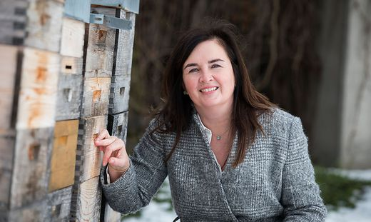 Gelebte Umweltpolitik: Elke Haber im Bienenschutzgarten des Konvents