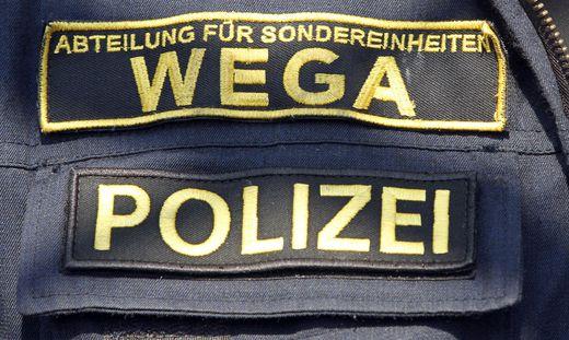 Seiltechnikuebung der Wiener Rettung und der Polizei am Donauturm