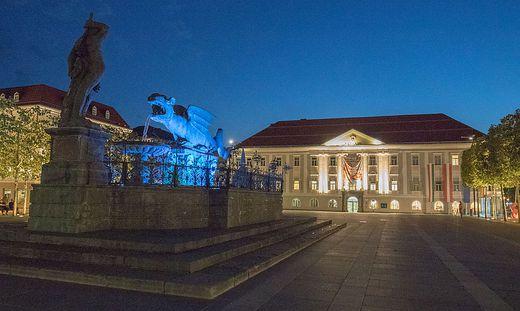 Sujets Neuer Platz, Rathaus, Lindwurm (bei Nacht)