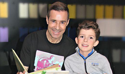 Joel Meyer mit seinem Lieblingsmoderator Kai Pflaume