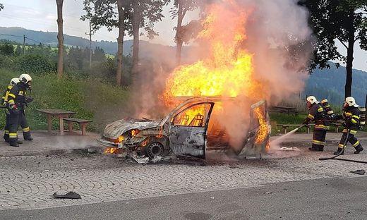 Der Pkw der polnischen Familie brannte vollkommen aus