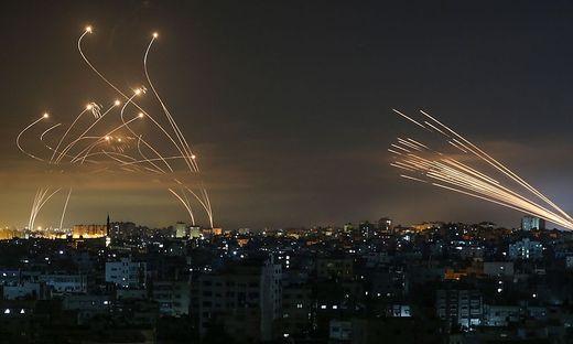 Israels Armee hat in der Nacht auf Freitag ihre Angriffe auf den Gazastreifen noch verschärft.