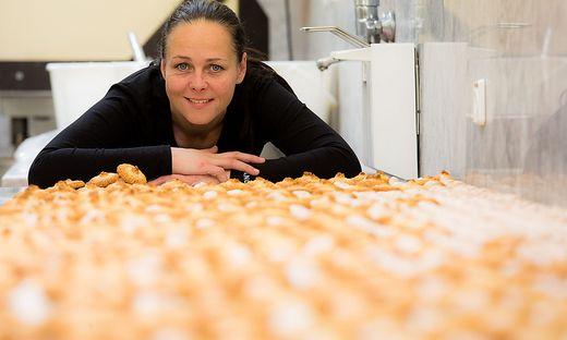 Kokosbusserl werden in Alexandra Kostas Küche weiterhin produziert.