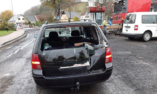 Unfallauto auf der Baustelle