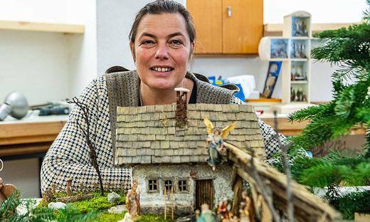 Anita Mogg, die Obfrau der oststeirischen Krippenfreunde