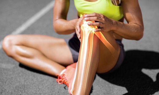 Schmerzen im Knie: Kräftigungs- und Dehnungsübungen helfen, es braucht aber auch längerfristige Physiotherapie