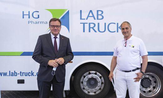 Präsentierten den Lab Truck gemeinsam: Landeshauptmann Günther Platter und Arzt Ralf Herwig
