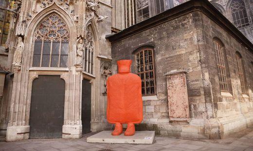 Kunstprojekt Erwin WURM Fastenzeit 2021 Wien, Stephansplatz, Stephansdom, 25.02.2012 Eine neue Chance f�r w�rmende N�chs