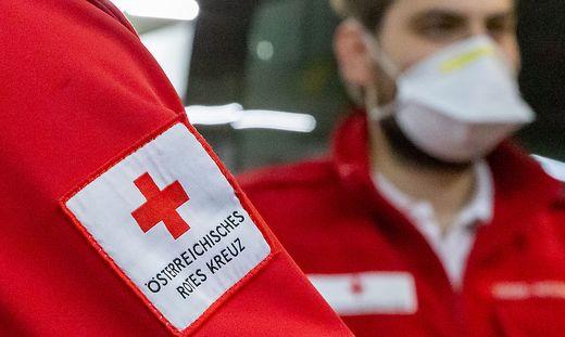 Das Rote kreuz brachte beide Lenker ins Krankenhaus Aussee